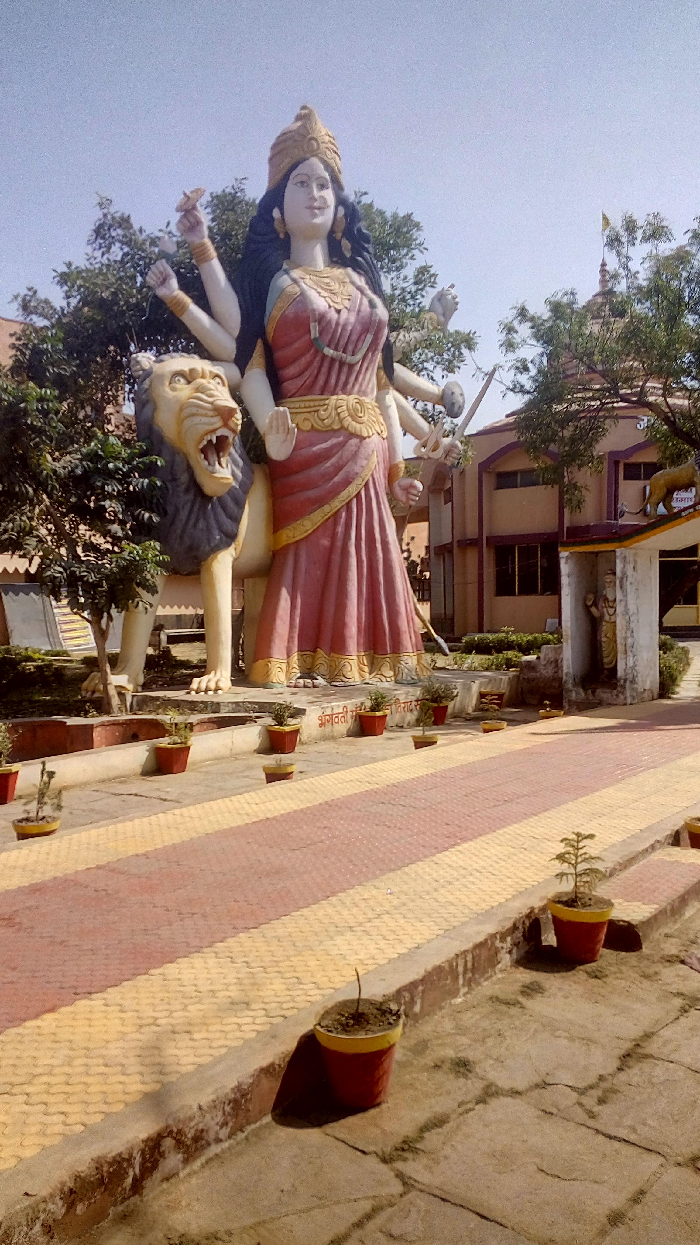 Jak się modlą Hindusi - część I . DURGA Hinduska bogini. Jej imię oznacza też